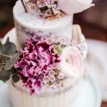 torta nuziale con fiori rosa